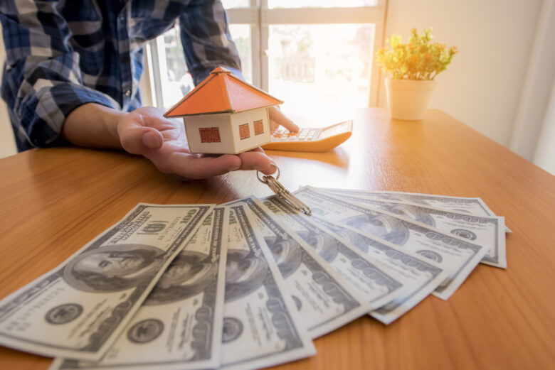 Buying a house with cash is one way of making the big purchase. Make sure you're aware of these 5 must-know facts about cash home buying.
