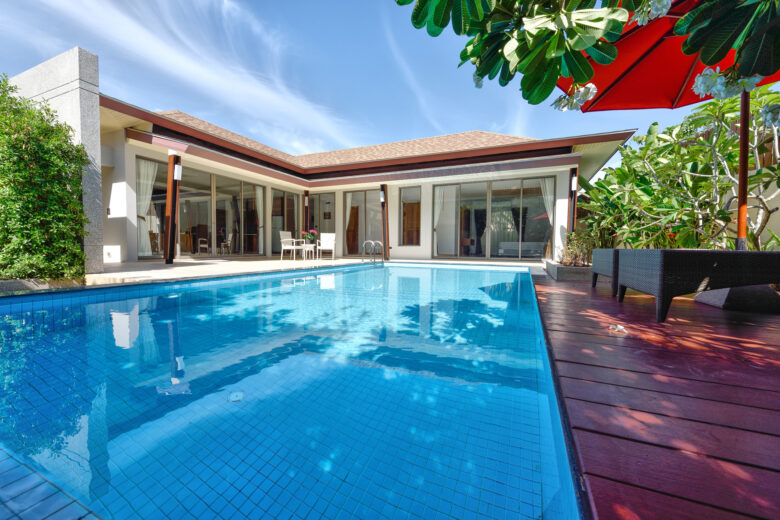 Finding the right professionals to install your swimming pool requires knowing your options. Here is what to consider when choosing a pool installation company.
