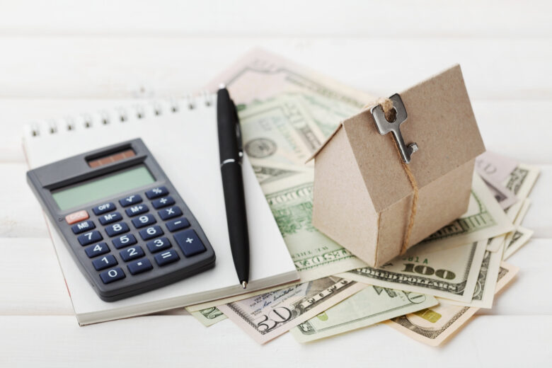 Are you ready to move on to your new home? Take a look at this guide to learn why you should accept a cash offer on your house when selling.